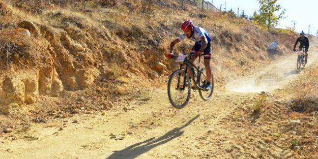 125 Bisikletçi Yarıştı