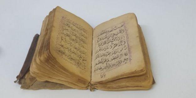 300 yillik el yazmasi kitap ele gecti