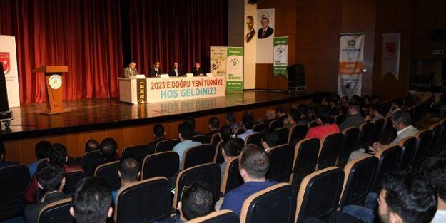 2023'e Doğru Yeni Türkiye' konulu panel gerçekleştirildi