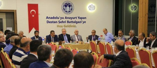 Başkan Gürkan, Battalgazi'deki kamu idarecileriyle iftarda bir araya geldi