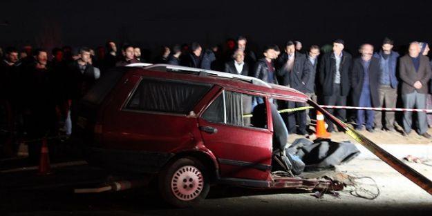İki otomobilinkafa kafaya çarpıştığı kazada ölü sayısı 4 oldu