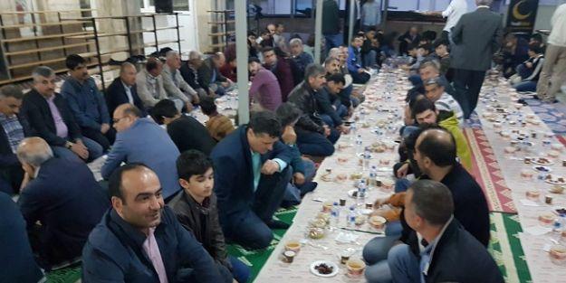 Yedi Hilal Derneği yer sofrası iftarını Söğütlü Cami'ye kurdu