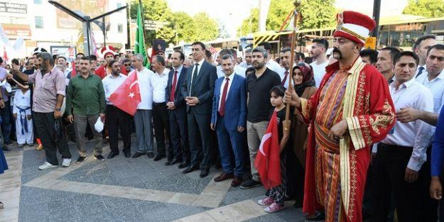 Kiraz Festivali kortej yürüyüşü ile başladı