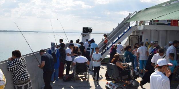Engelliler İçin Tekne Turu Düzenlendi