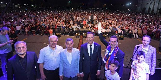 Kiraz Festivali Ferhat Göçer konseri ile sona erdi