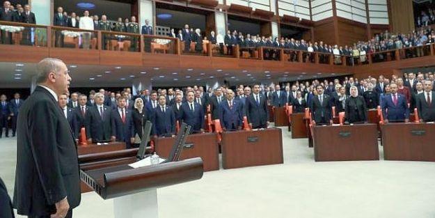 Yeni Sistemin İlk 'Başkanı' Erdoğan and içti