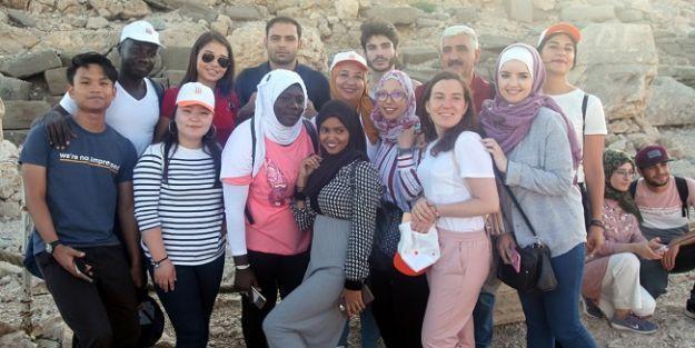 20 ülkeden gelen 23 öğrenci ilk defa Nemrut'u gördü