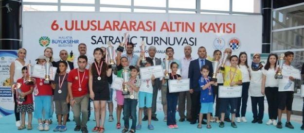 Altın Kayısı Satranç Turnuvası'nda ödüller sahiplerini buldu
