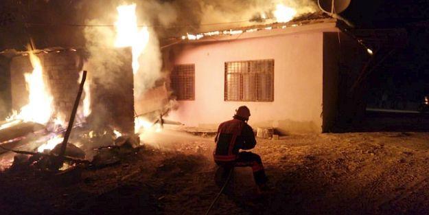 Köyde Yangın Hasara Yolaçtı