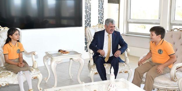 Başkan Polat öğrencileri kabul etti