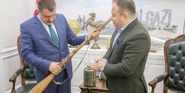 Ata yadigârı eserleri Kent  Müzesi'ne bağışladılar