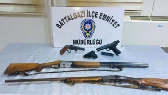 Malatya'da Bir Operasyonda 21 Silah Ele Geçirildi