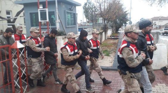 Çaldıkları kabloları yakarken yakalanan 5 zanlı tutukladı