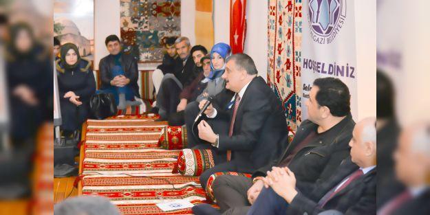 Gürkan, 'Minder Sohbetleri'ne katıldı