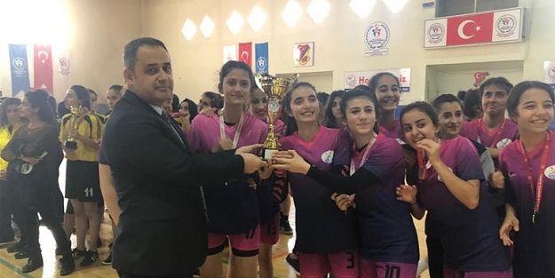 Hentbolda birincilik Malatya Spor Lisesi'nin