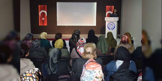 """'Çocuk İhmali ve İstismarı"""" konulu konferans verildi"""
