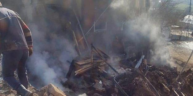 Yangın Tüpü Patlattı, Anne ve 2 Çocuğu Yaralı