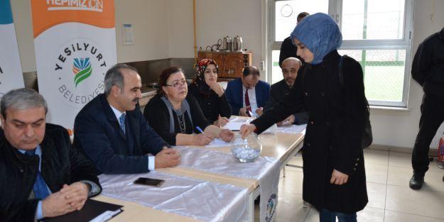 Yeşilyurt Belediyesi 200 personel aldı