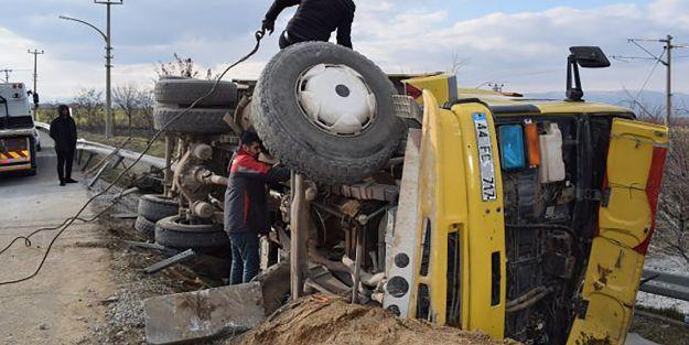 Freni Patlayan Kamyon Kaza Yaptı, Sürücü Ağır Yaralı
