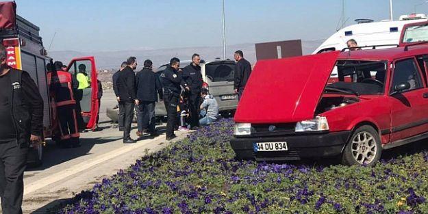 Dilek Yolunda Kaza.. 3 Kişi Yaralandı