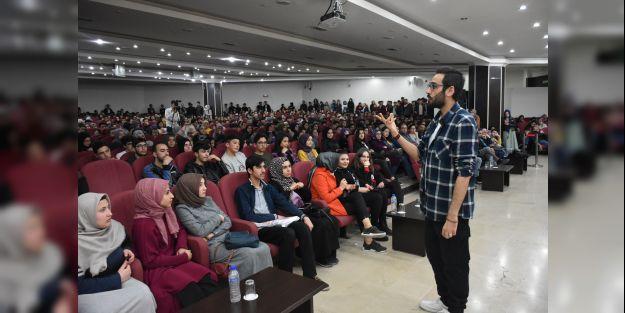 """'Rüyana Uyan"""" konulu seminer düzenlendi"""