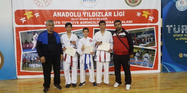 ANALİG Karatede sporcular madalyalarla döndü