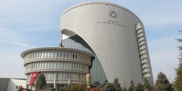 Büyükşehir'de 9 daire başkanlığı 17 şube müdürlüğü kaldırıldı