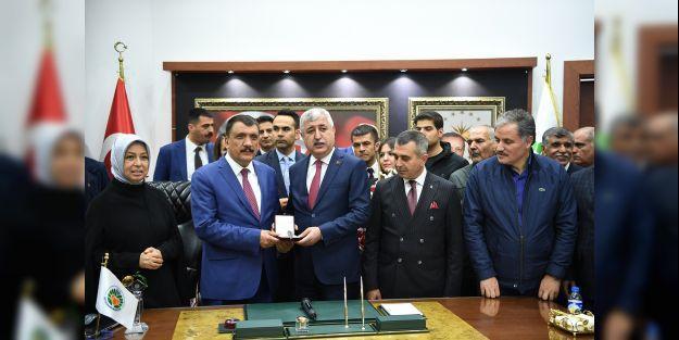 Gürkan, Büyükşehir Belediye Başkanlığı görevini devraldı
