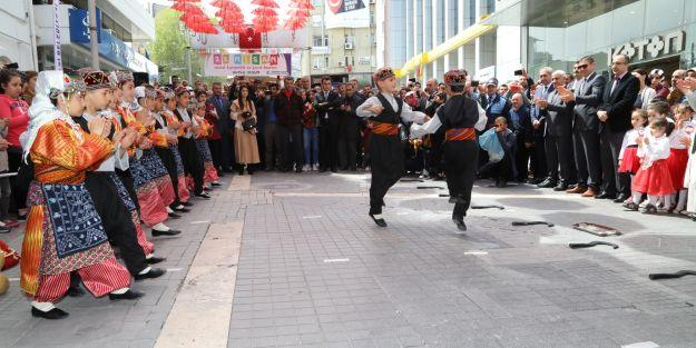 #039;Şemsiye Sokak#039;da kutlama