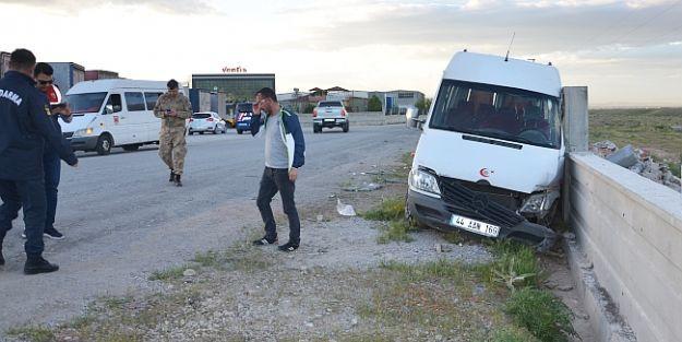 İşçi Servisi Kaza Yaptı, 10 Yaralı..