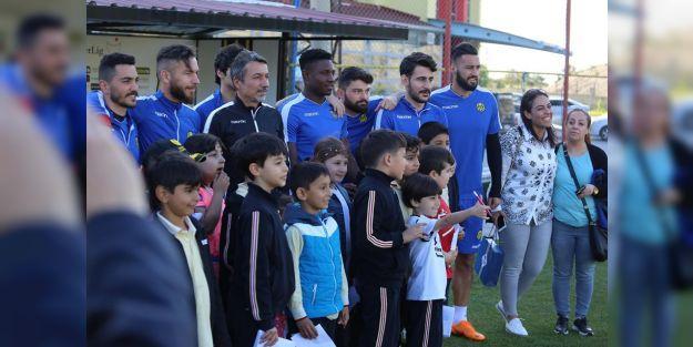 Öğrencilerinden Evkur Yeni Malatyaspor'a destek