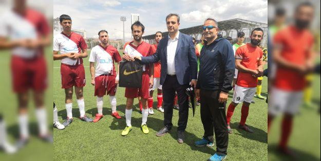 Turgut Özal komşudan 3 puanla döndü