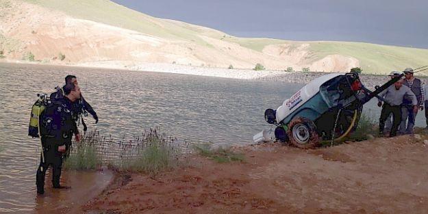 Traktör Gölete Uçtu