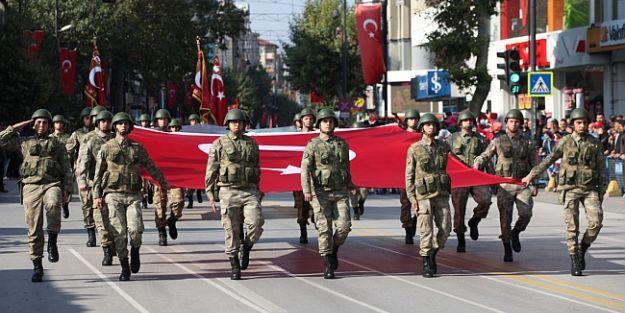 Cumhuriyet Bayramı'nın ertelenen töreni yapıldı
