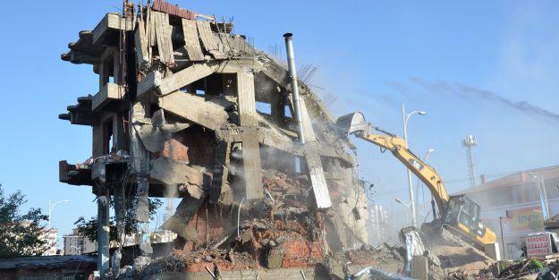 """Riskli binaların yıkımına büyük önem veriyoruz"""""""