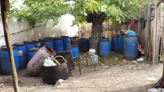 Jandarma 64 ton kaçak içkiele geçirdi