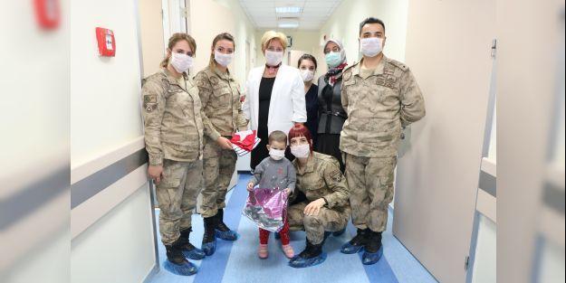 Jandarma Lösemili çocukları unutmadı