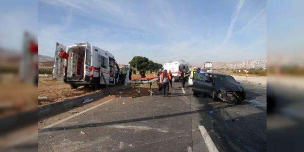 Malatya'ya Hasta Getiren Ambulans Kaza Yaptı