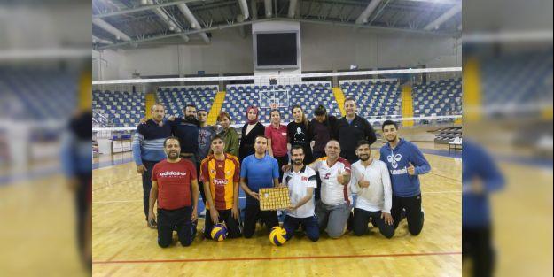 Voleybol camiası ile basın mensupları dostluk maçı yaptı