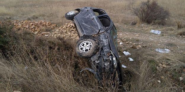 Otomobil Şarampola Yuvarlandı, 4 Yaralı..