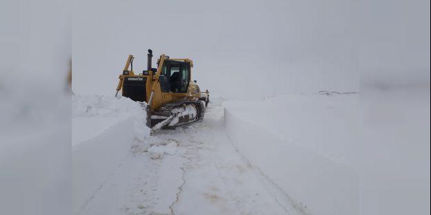Pütürge Yolu Kar ve Tipi Nedeniyle Kapandı