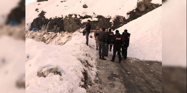 Çığ düştü yardım ekibi mahsur kaldı