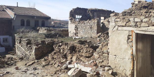 Doğanyol depremin yaralarını sarmaya çalışıyor