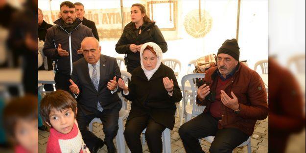 İYİ Parti Genel Başkanı Akşener deprem bölgesini ziyaret etti