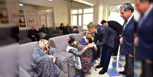 Vali Baruş huzurevini ziyaret etti