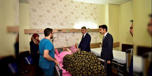 Vali Baruş kaza geçiren personelleri ziyaret etti