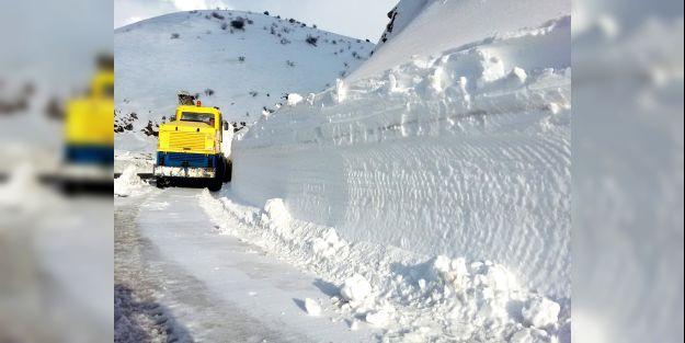 Kardan kapanan yollar ulaşıma açıldı