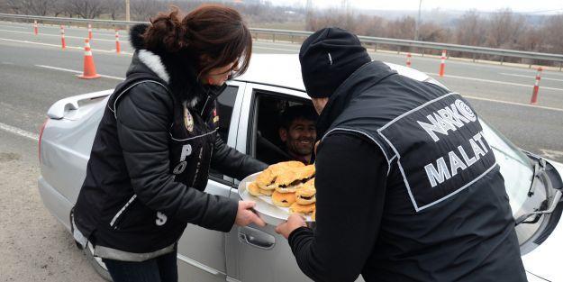 Polisten vatandaşa yemek ikramı