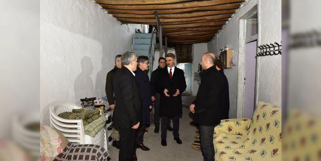 """Vali Baruş: '15 bin 33 binada hasar tespiti yapıldı"""""""