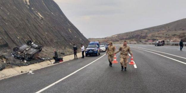 Devrilen Otomobilde 3 Kişi Yaralandı